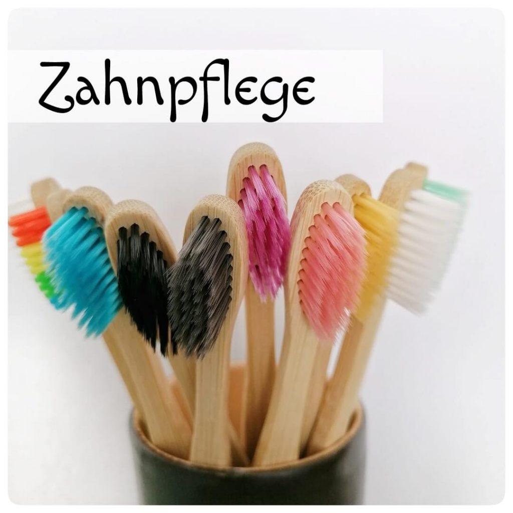 Zahnbürsten in verschieden Farben