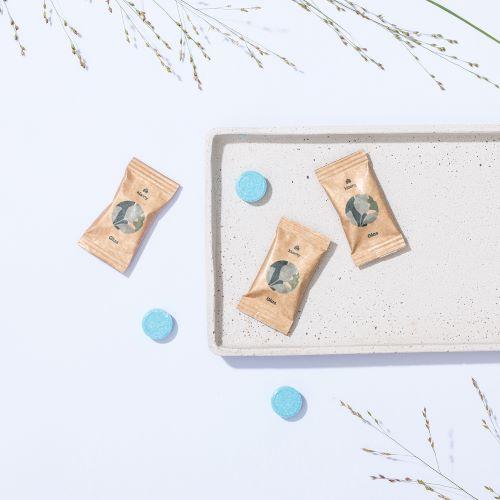 glasreiniger 3 Tabs auf einem Tablett
